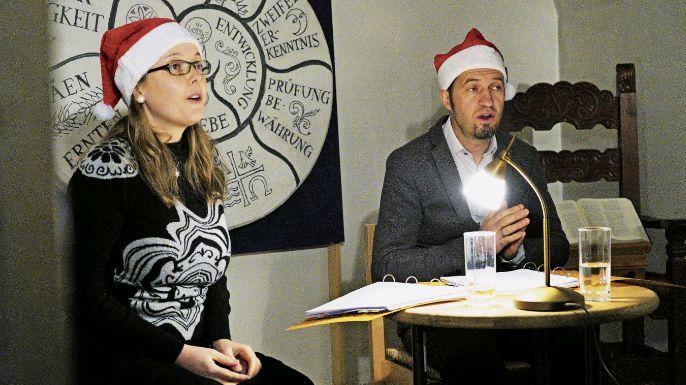 Selma Mahlknecht und Kurt Gritsch erheiterten das Silser Publikum mit pointierten Sketchen. Foto: z. Vfg.