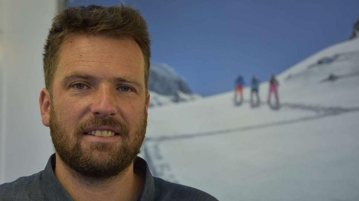 Marco Loher da Scuol es ün skiunz da turas paschiunà e seis hobi es dvantà ün manster (fotografia: Nicolo Bass).
