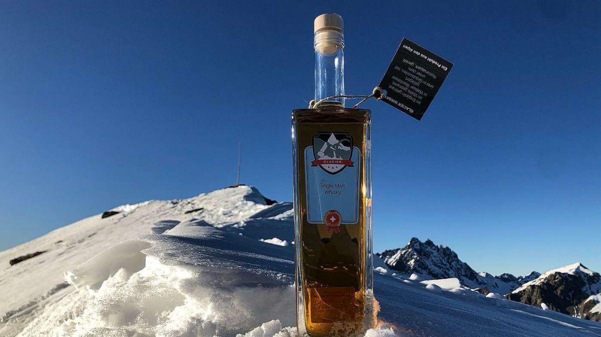 Il prüm whisky alpin fat cun üerdi da Gran Alpin (fotografia: Reto Rauch).