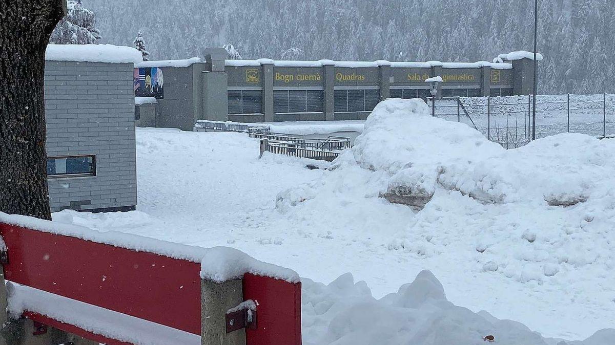 Illa sala da gimnastica da Scuol as poja far da venderdi fin dumegnia ils tests a reguard il coronavirus (fotografia: Nicolo Bass)