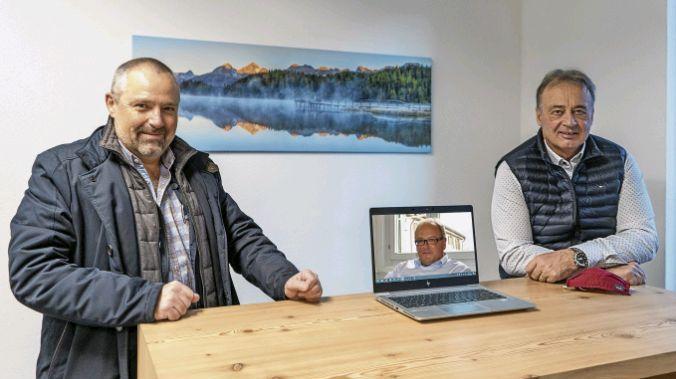 Christian Meuli, Jon Fadri Huder und Martin Aebli (von links) trafen sich in der Redaktion der Engadiner Post zum grossen Gespräch.  Foto: Denise Kley