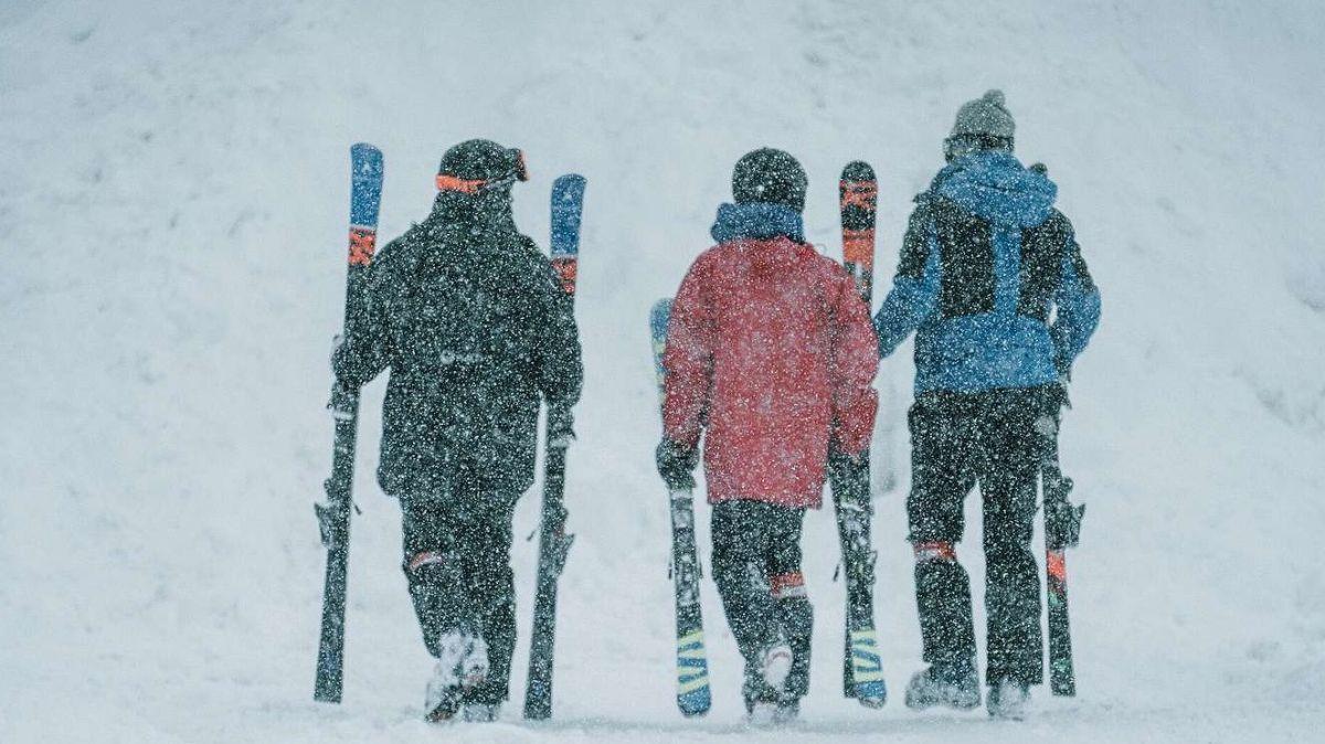 Wenns schneit und stürmt, würde man sich gerne drinnen aufwärmen. Wegen der Coronaregeln ist dies nicht möglich. Foto: Fabio Nay