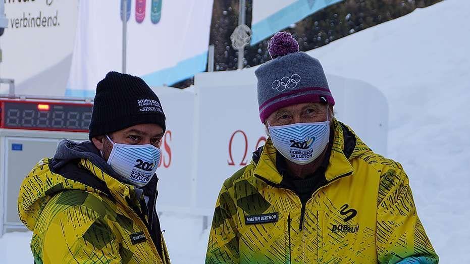 Damian Gianola (links), Geschäftsführer und Martin Berthod, Präsident der Betriebskommission eröffneten am Sonntag die Bobbahn. Foto: z.Vfg