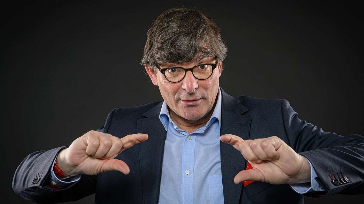 Il cabarettist Flurin Caviezel ha accumpli in venderdi seis 65avel anniversari (fotografia: flurincaviezel.ch).