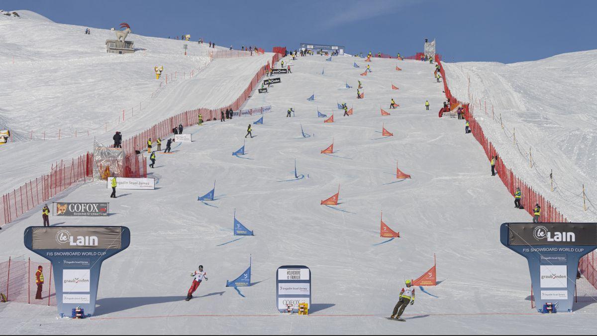Nevin Galmarini (links) scheiterte beim Snowboard Weltcup-Rennen in Scuol in den Viertelfinals (Foto: Mayk Wendt).