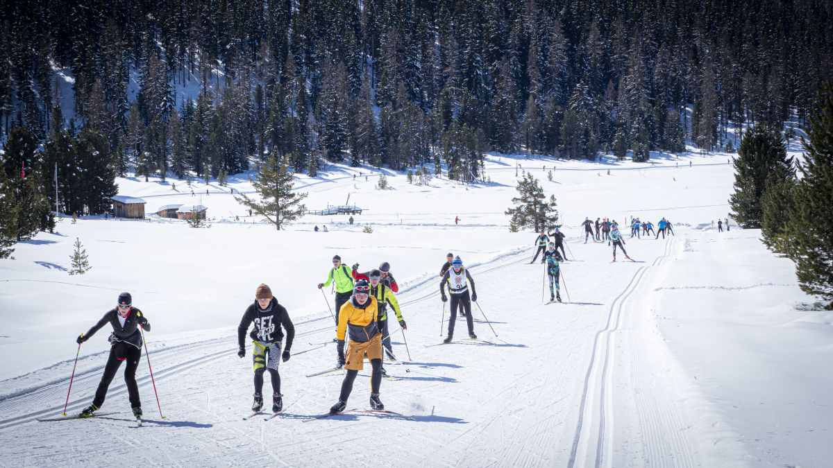 Auch der letztjährige Engadiner Skimarathon wurde abgesagt – was viele Langläufer aber nicht daran hinderte, die Marathonstrecke zu bestreiten. Dieses Jahr wird es eine digitale Zeitmessung geben.Foto: Daniel Zaugg