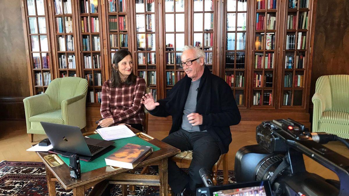 Kuratorin Bice Curiger im Gespräch mit Peter Fischli im Hotel Waldhaus Sils. Foto: E.A.T.