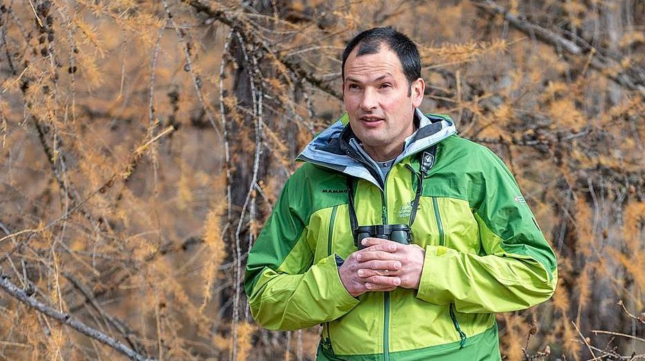 Daspö bundant 30 ons es Fadri Bott da Valchava guardian dal Parc Naziunal Svizzer (fotografia: Hans Lozza/PNS).