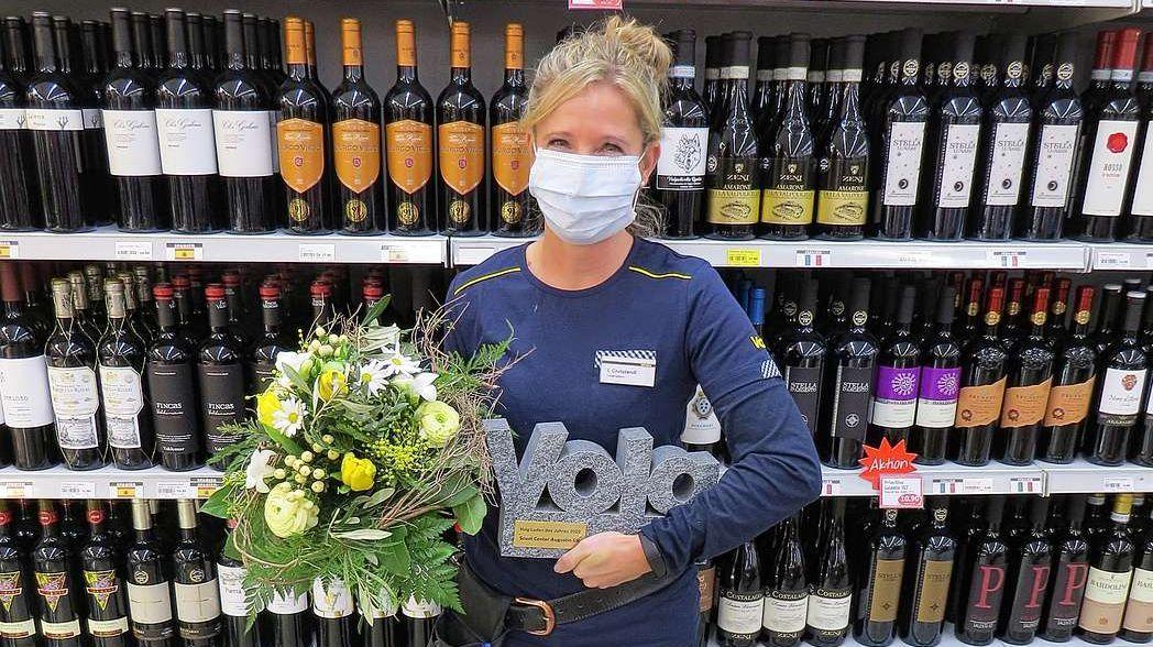 Ilona Christandl s'allegra dal premi «Butia da l'on» (fotografia: mad).