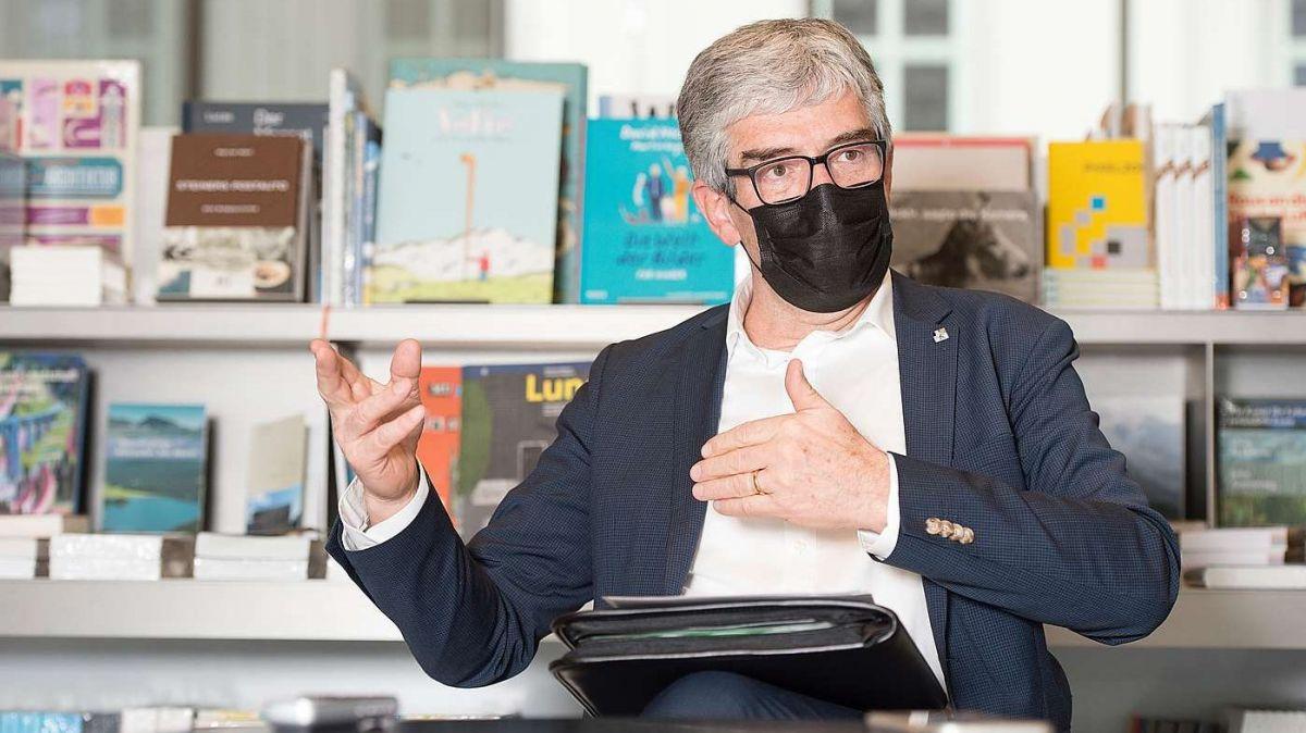 Il cusglier guvernativ Jon Domenic Parolini maina il Departamaint d'educaziun, cultura e protecziun da l'ambiaint (fotografia: Somedia).