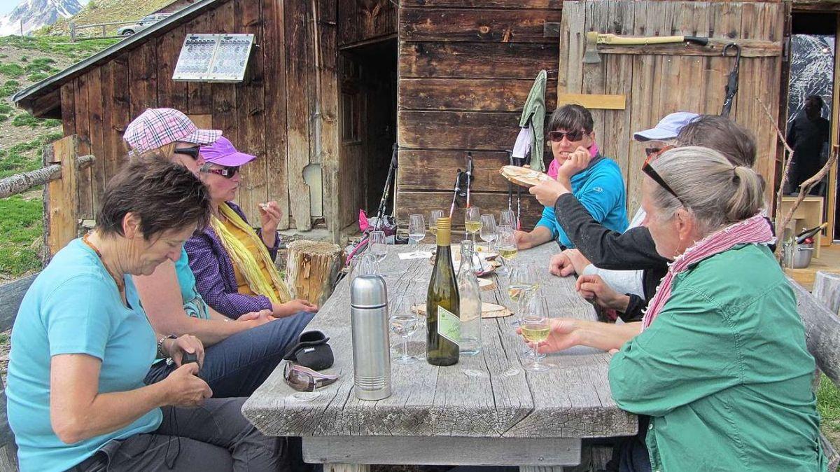 La società da duonnas da Ftan, qua sün Alp Laret, es üna da las unicas societats chi exista amo (fotografia: mad).