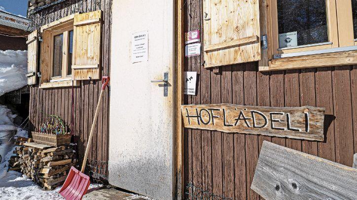 Unkompliziertes Einkaufen, unkompliziertes Bezahlen, frische und regionale Produkte: Hoflädeli erfreuen sich grosser Beliebtheit. Aber nicht alle halten sich an die Regeln. Foto: Daniel Zaugg