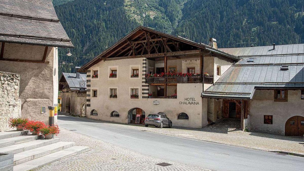 Das Hotel Chasa Chalavaina in Müstair steht für «gelebte Geschichte». Zu finden ist es in unmittelbarer Nähe zum Kloster St.Johann. Foto: Noah Steiner, Schweizer Heimatschutz