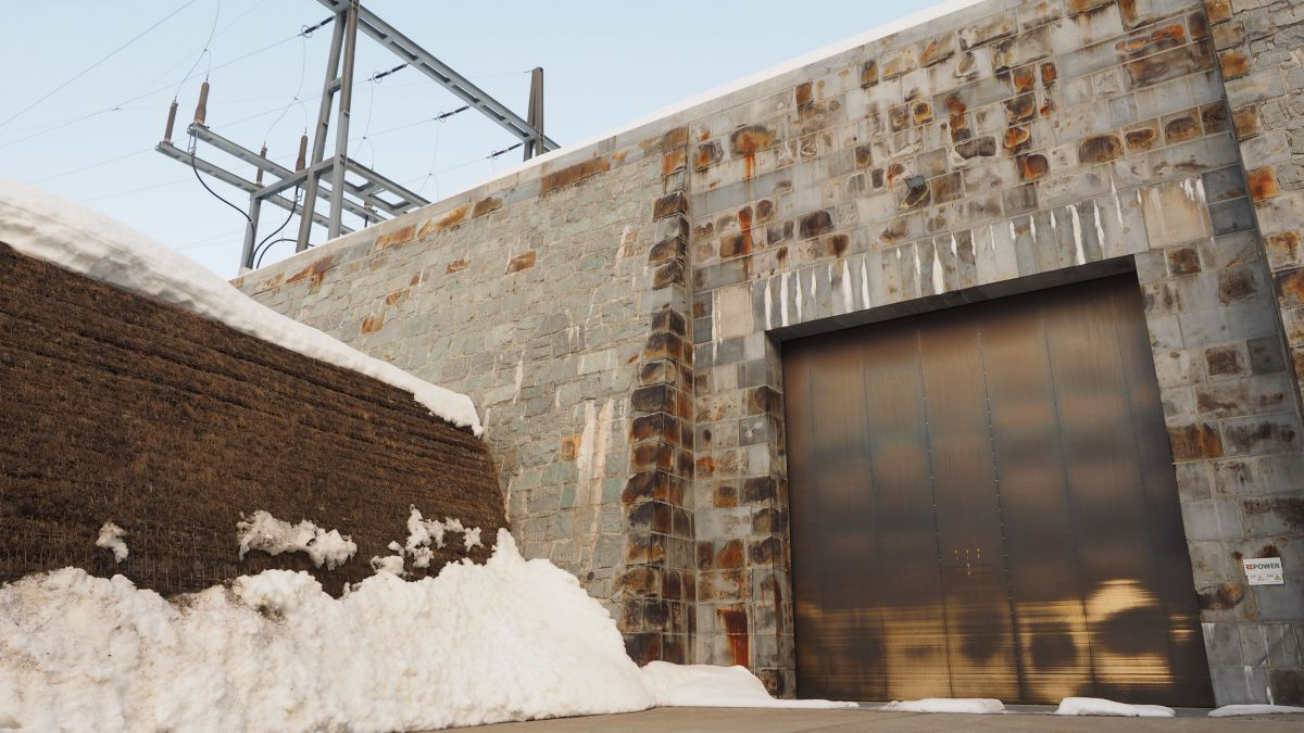 Das Unterwerk Albanatscha an der Julierstrasse ist ein Bauwerk, das im Rahmen der Open Doors Engadin 2021 besichtigt werden  kann.Foto: Marie-Claire Jur