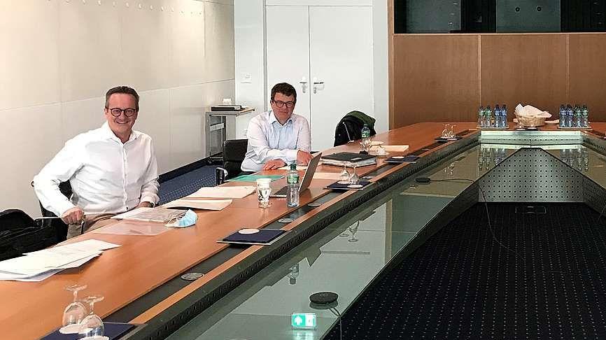EKW-GV 2021. Von links: VR-Präsident Martin Schmid und EKW-Direktor Michael Roth. Foto: EKW