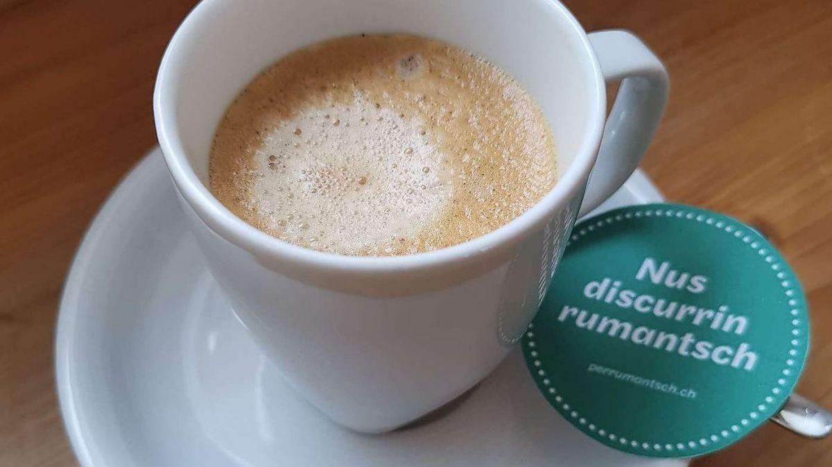 La Lia Rumantscha invida a giasts ed indigens als Cafès rumantschs in tuot las regiuns (fotografia: Lia Rumantscha).