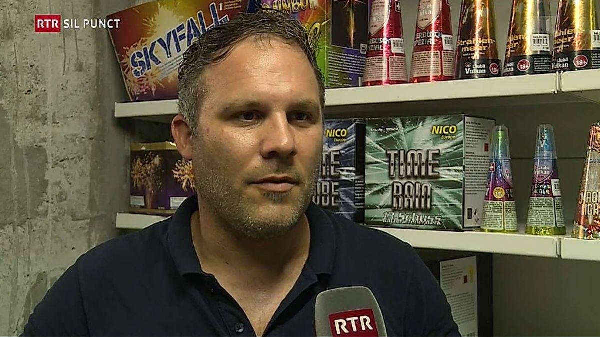 Linard Grond dürant ün'intervista culla Radiotelevisiun Svizra Rumantscha (RTR). (fotografia: RTR).