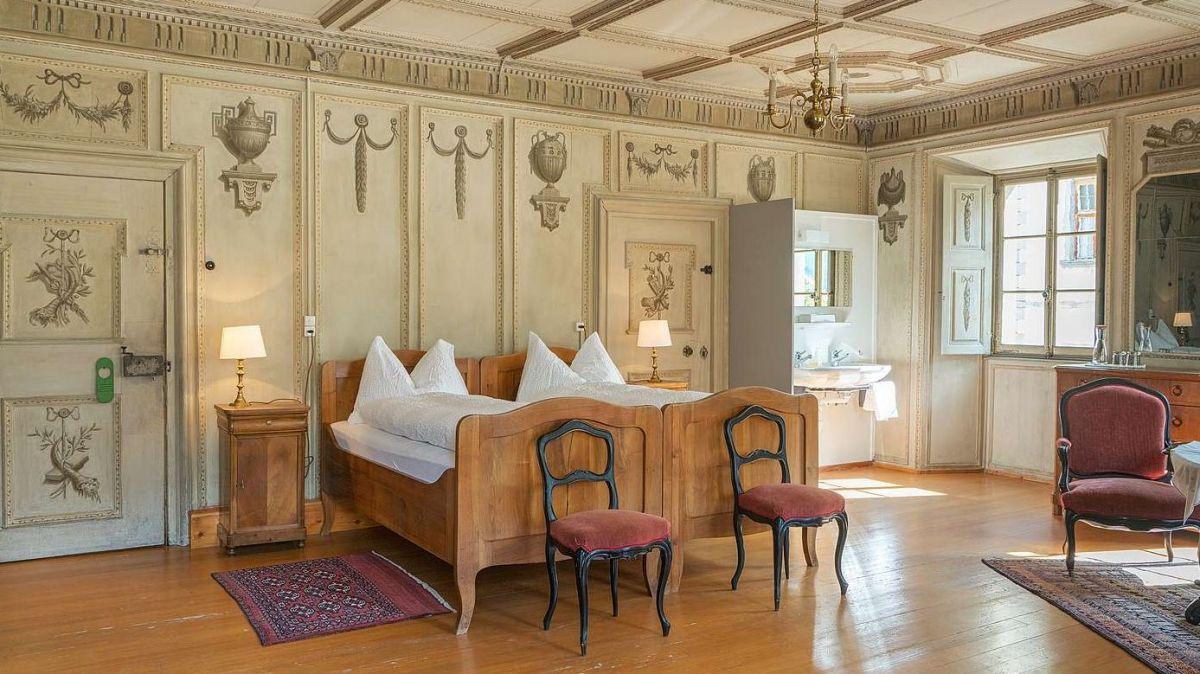 Seit über 150 Jahren werden im Palazzo Salis in Soglio Gäste empfangen. Ein Aufenthalt im geschichtsträchtigen Herrenhaus dieser Familie ist bis heute ein eindrückliches Erlebnis. Foto: Hotel Palazzo Salis
