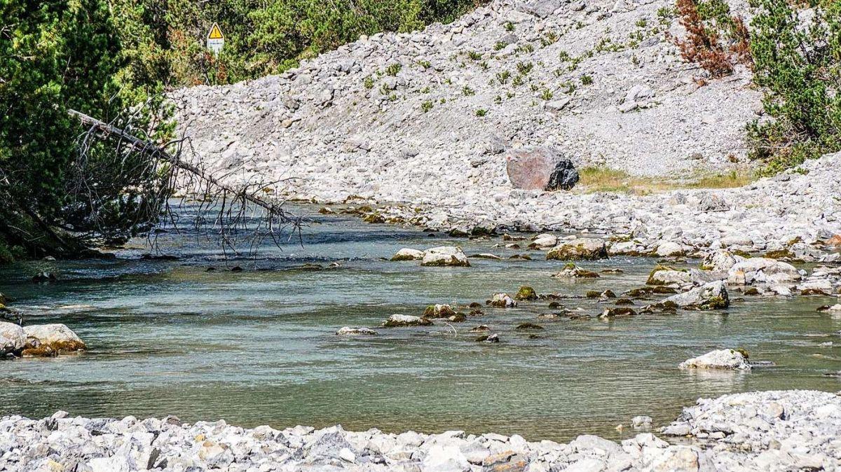 Das Sediment des oberen Spölbachs ist PCB-belastet und harrt weiter seiner Sanierung. Foto: Jon Duschletta