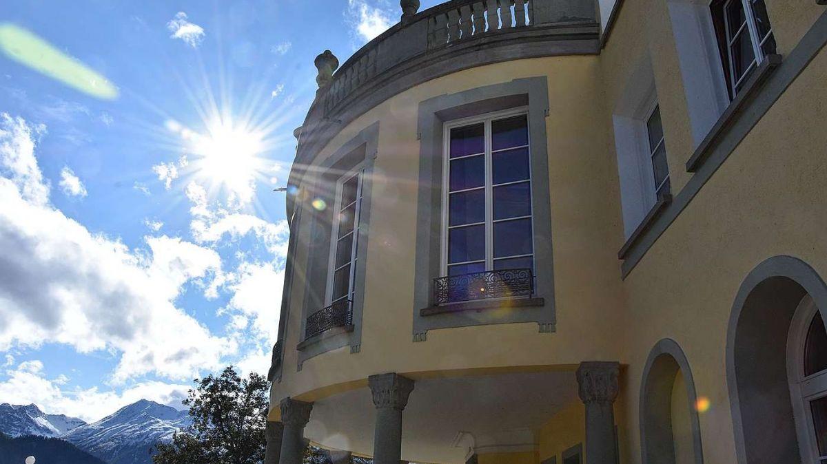 L'istorgia da l'Institut Otalpin a Ftan po cuntinuar grazcha al nouv proprietari Dulwich College International chi posseda la majorità da las aczias (fotografia: Nicolo Bass).