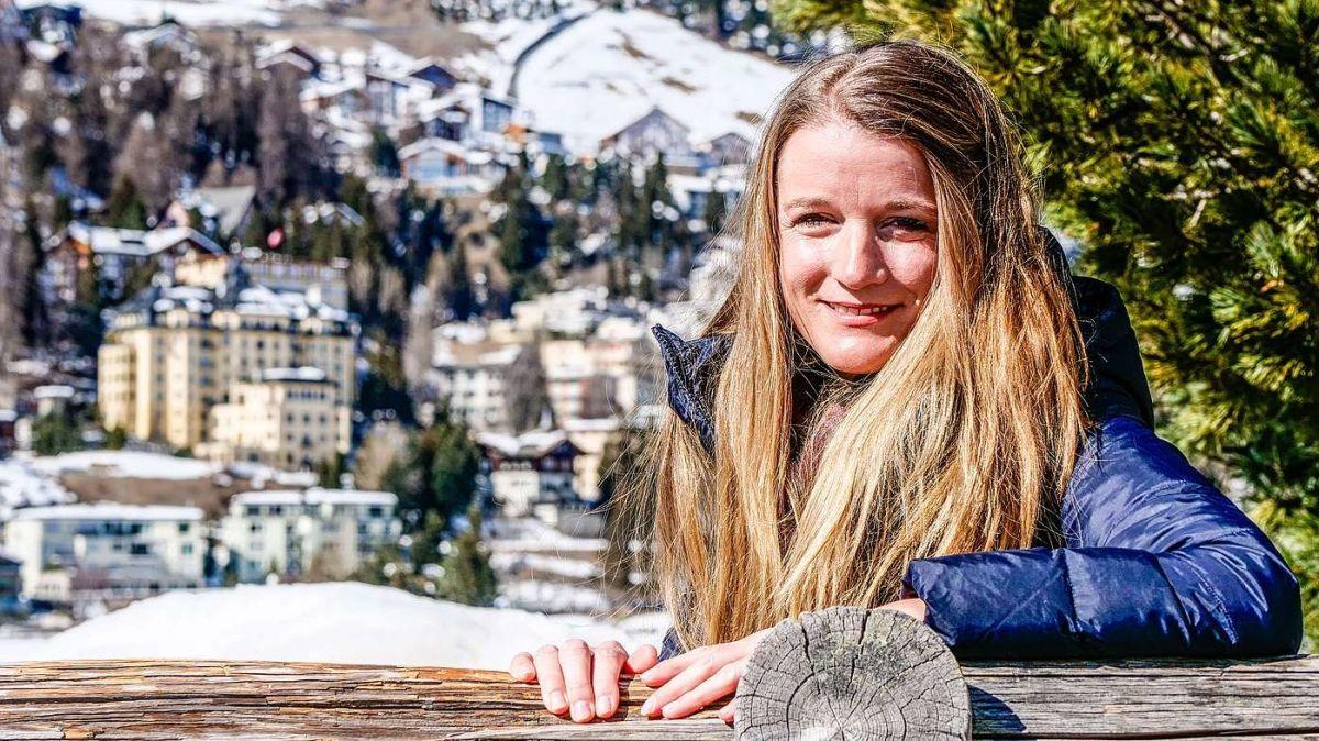 Claudia Jann freut sich auf die neue Herausforderung als Regionalentwicklerin der Region Maloja und über Inputs: «Jetzt gilt es aber erstmal zu starten und zu schauen, wie sich das alles entwickelt.» Foto: Jon Duschletta