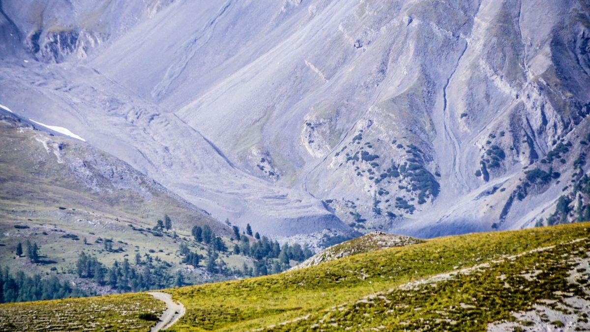 Die Blockgletscher fliessen immer schneller ins Tal. Das zeigen Messungen der Schweizerischen Akademie der Naturwissenschaften. Foto: Jon Duschletta