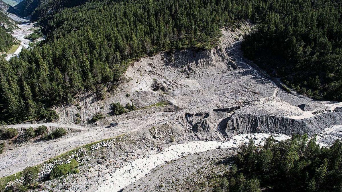 Im Sommer 2017 kam es im Val S-charl zu zahlreichen Murgängen und Rüfen. Zahlreiche Touristen und Einheimische mussten in der Folge mit dem Helikopter geborgen und evakuiert werden. Die Strasse ins Tal blieb tagelang geschlossen (Foto: Mayk Wendt).