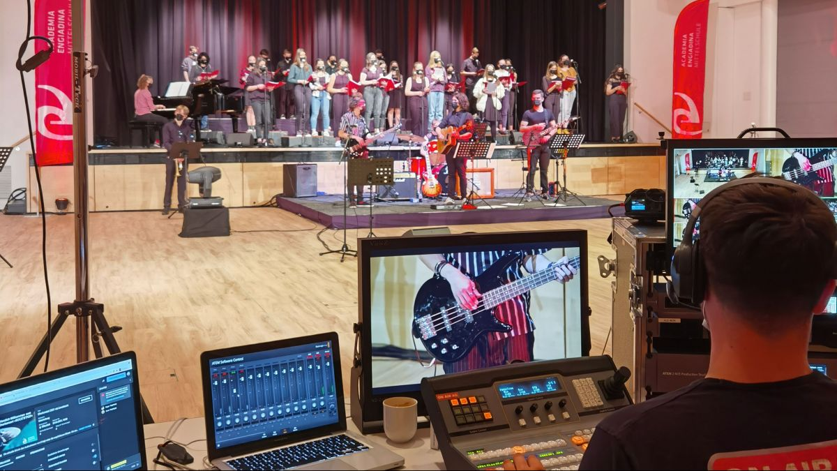 Konzertsituation am letzten Samstag im Pontresiner Rondo. Foto: Academia Engiadina/Ursina Janett