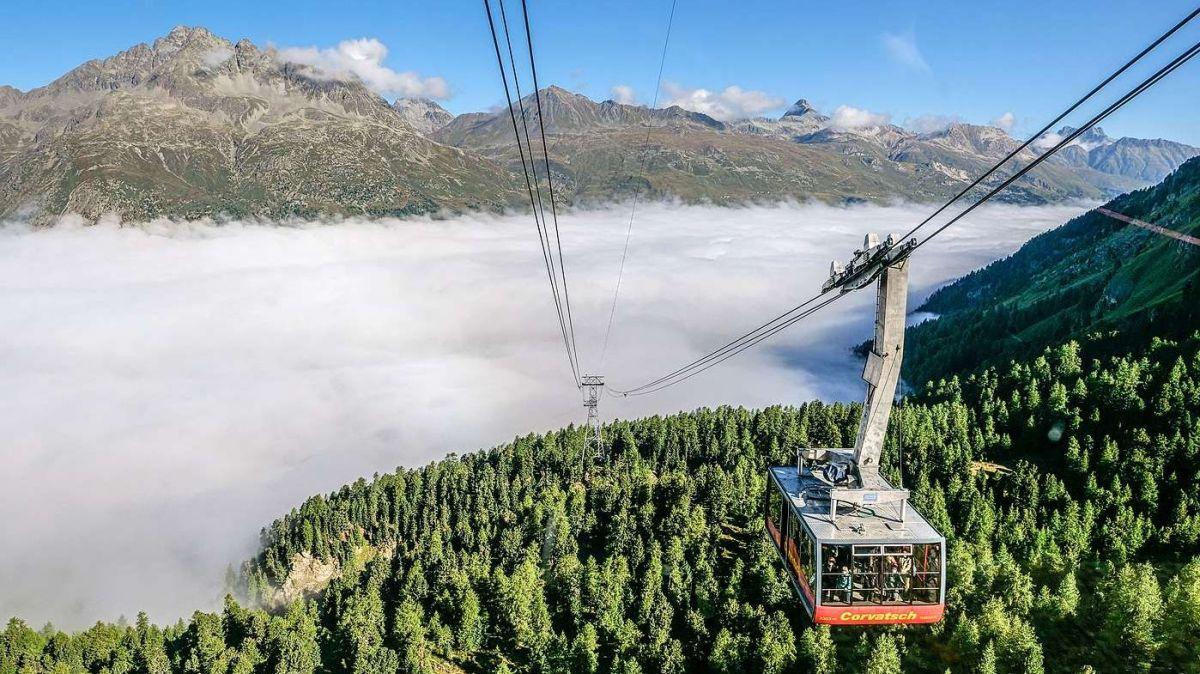 Die «Fabelhafte Bergwelt», hier der Blick von der Corvatsch-Mittelstation, wartet immer mal wieder mit überraschenden Momenten auf. Foto: Jon Duschletta