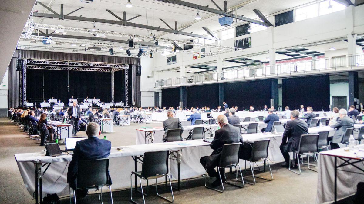 Bei einem Ja am 13. Juni wird der 120-köpfige Grosse Rat bereits nächstes Jahr erstmals nach dem Doppelproporz-Wahlsystem gewählt. Der «Bündner Kompromiss» scheint unbestritten. Foto: Jon Duschletta