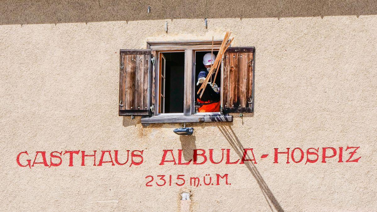 Das Gasthaus Albula Hospiz wird leergeräumt. Foto: Jon Duschletta
