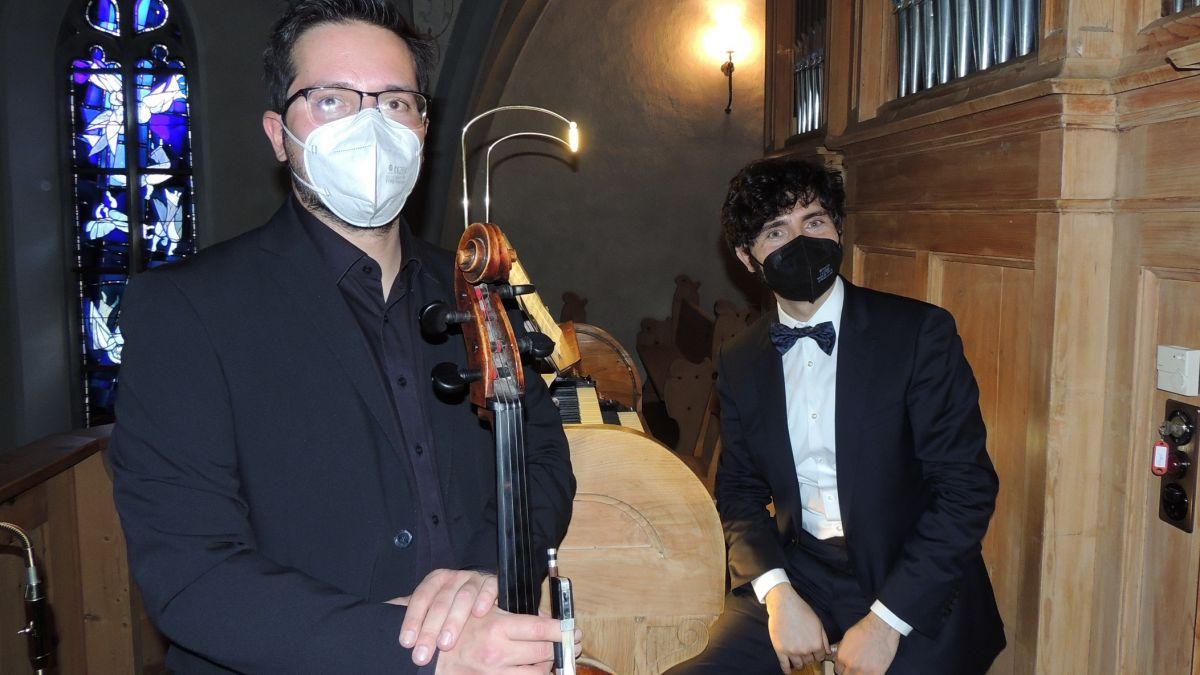 Matteo Bodini e Pasquale Bonfitto han preschentà sco Duo Claudia Augusta ün concert varià illa baselgia San Lurench a Sent (fotografia: Benedict Stecher).