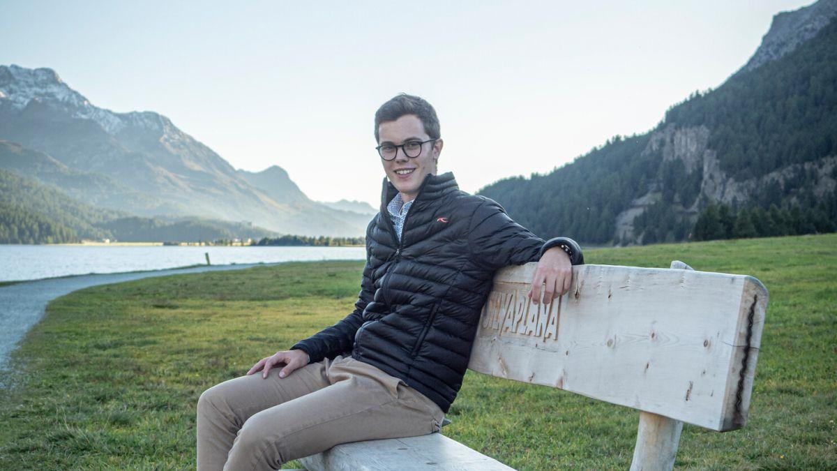 Der 21-jährige Yannik Gartmann ist der neue Präsident der Jugendsession Graubünden.Foto: Daniel Zaugg