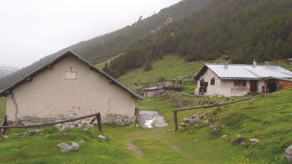 L'Alp Sprella illa Val Mora dess dvantar üna chamonna dal CAS. Quai nu plascha a las organisaziuns per l'ambiaint (fotografia: CAS Engiadina Bassa Val Müstair).