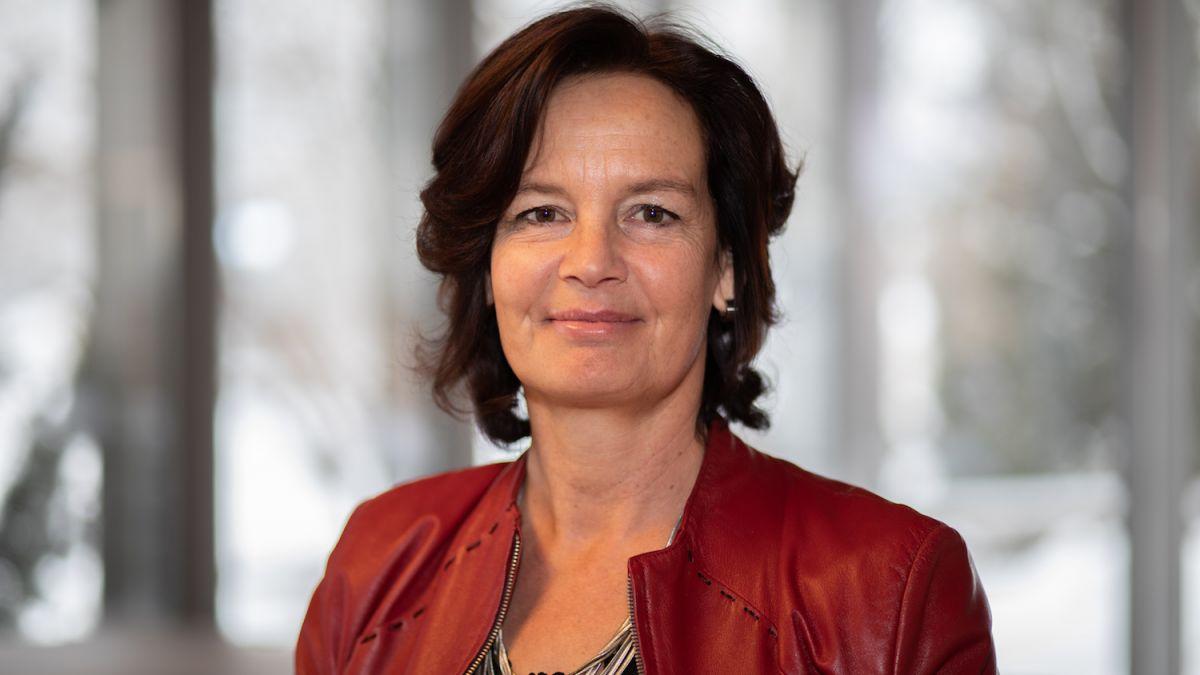 Marisa Feuerstein maina ün büro d'architectura a Scuol (fotografia: Dominik Täuber).