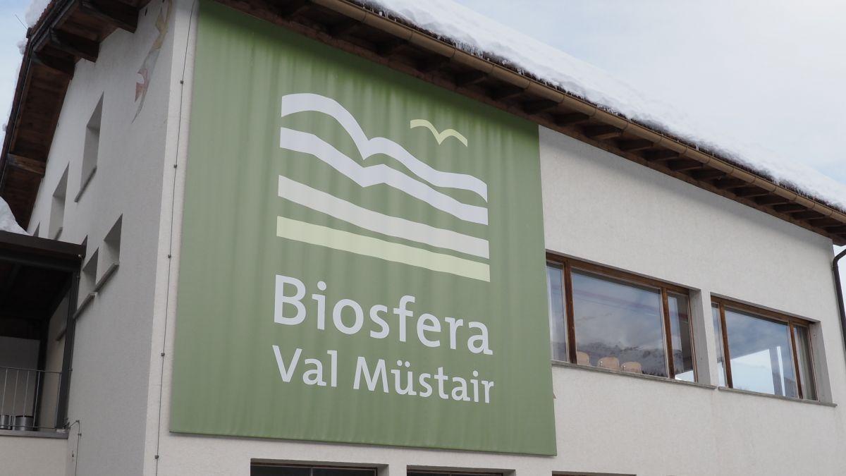 Il Parc da natüra Biosfera Val Müstair exista daspö desch ons ed il büro es illa chasa cumünala da Tschierv (fotografia: David Truttmann).