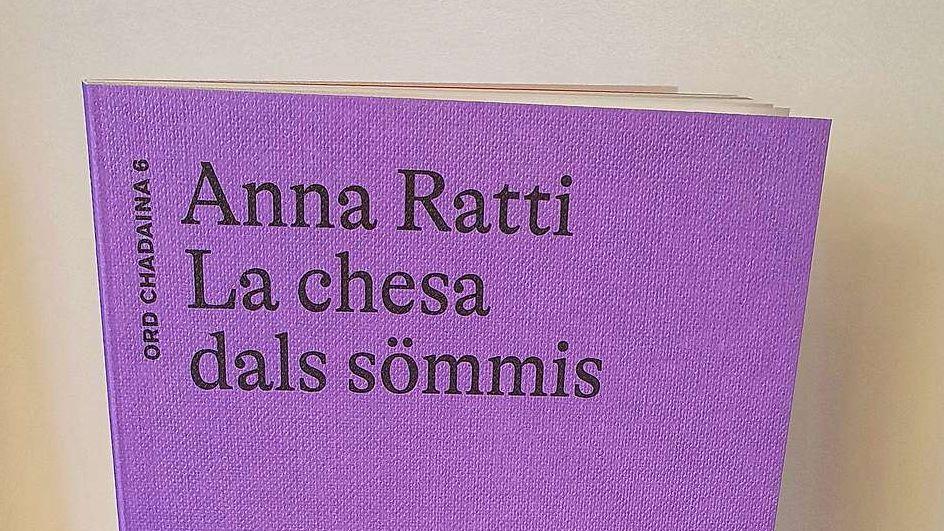 Il frontispizi da la nouva publicaziun da l'autura indigena Anna Ratti tituleda «La chesa dals sommis». fotografia: Chesa Editura Rumauntscha