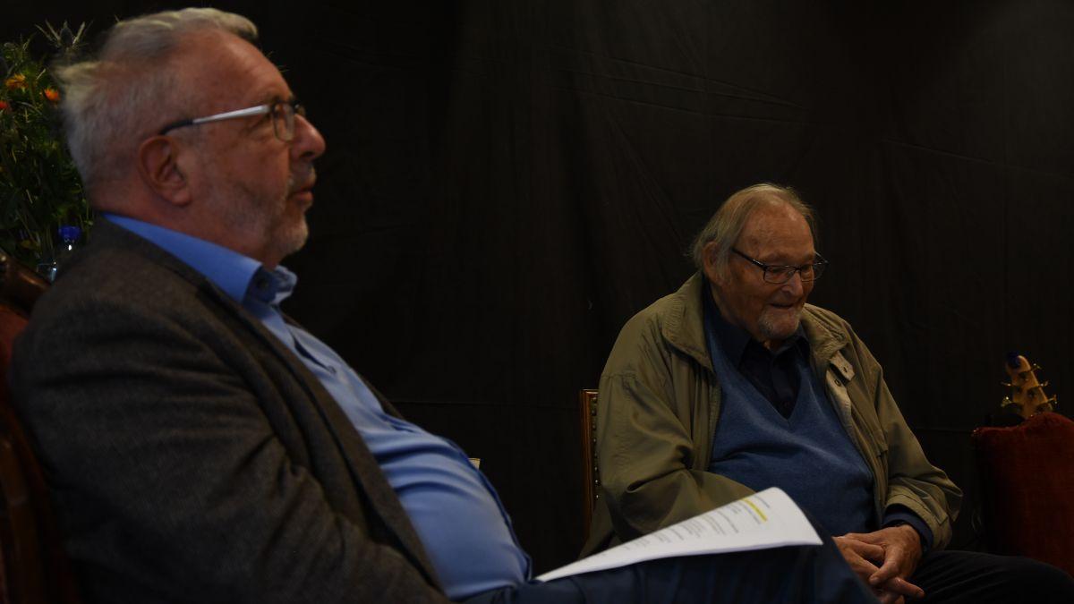 Chasper Pult ho discurrieu cul fundatur dal Chardun Jacques Guidon chi festagia in gövgia sieu 90evel anniversari (fotografia: Nicolo Bass).