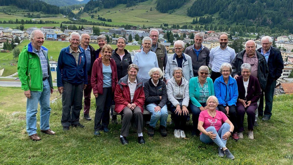 Ils giasts fidels da Zernez pro lur gitta cumünaivla (fotografia: Benedict Stecher).