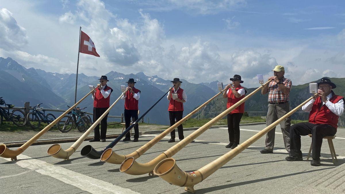 Die Gruppa da tübas Engiadina Bassa nutzte die Gelegenheit, um den 1. August auf 2202 Meter über Meer vorzufeiern (fotografia: Nicolo Bass