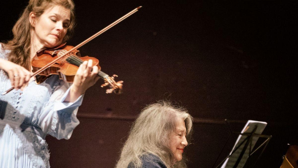 Harmonierten aufs Beste: Die Geigerin Janine Jansen und die Pianistin Martha Argerich.         Foto: Quim Vilar