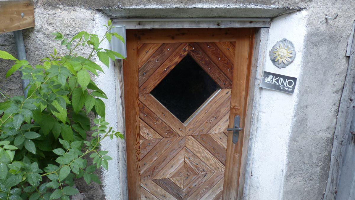La porta dal Kino Tschlin nu dess restar serrada (fotografia: Flurin Andry)