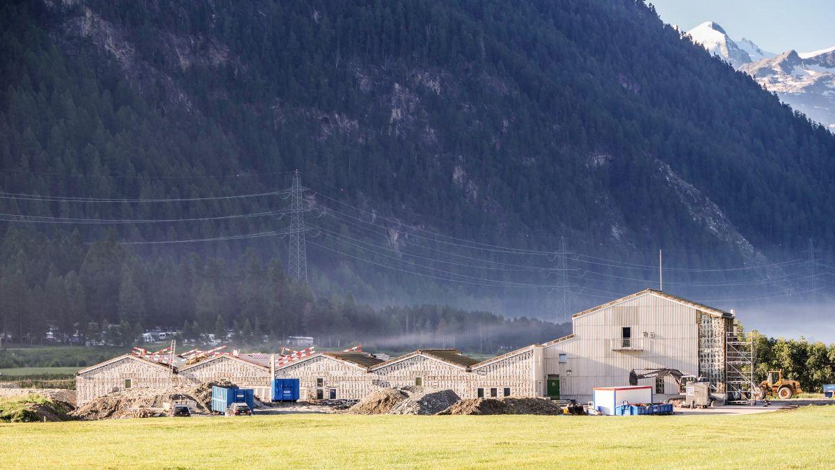 Vor einem Monat haben die Arbeiten für den Rückbau der Abwasserreinigungsanlage ARA Sax bei Bever begonnen. Fotos: Jon Duschletta
