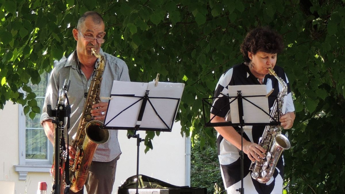 Ün dals puncts culminants a la Festa da stà a Nairs es stat il concert da Tommy Meier e Co Streiff (fotografia: Benedict Stecher).