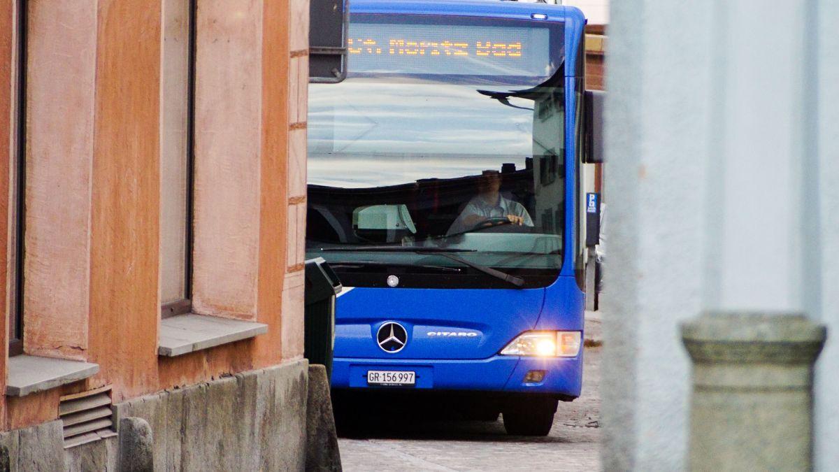 Die aktuellen Fahrgastzahlen bis Ende August deuten an, dass der Oberengadiner ÖV heuer wohl mit einem blauen Auge davonkommen wird. Foto: Jon Duschletta