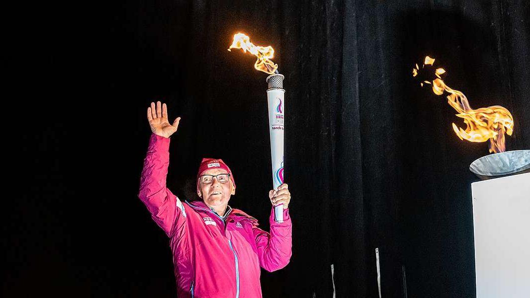 Im Januar 2020 kommt Albert Giger in St.Moritz die Ehre zuteil, das olympische Feuer der Olympischen Jugend-Winterspiele zu entzünden. Foto: fotoswiss.com/Giancarlo Cattaneo