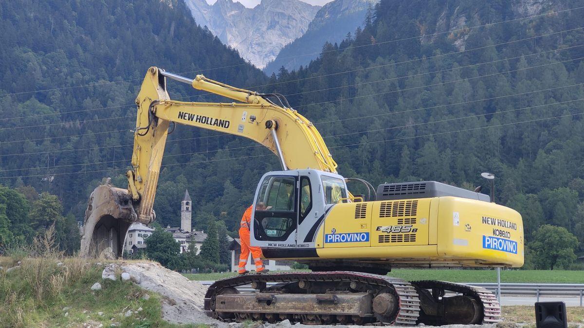 Die Bauarbeiten für Bondo II haben vier Jahre nach dem Bergsturz des Piz Cengalo heute, Samstag, begonnen. Foto: Denise Kley