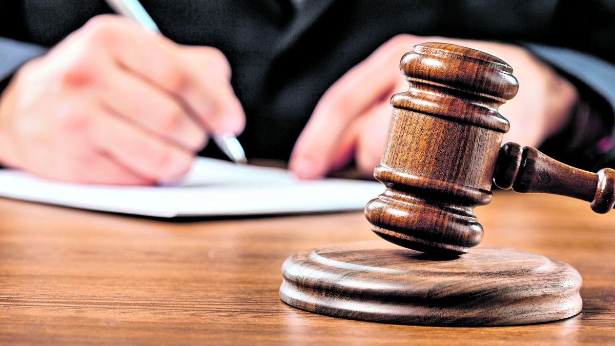 Das Regionalgericht Prättigau/Davos hat Orlando Zegg vom Vorwurf des Amtsmissbrauchs freigesprochen (Symbolbild). Foto: www.shutterstock.com/Duda