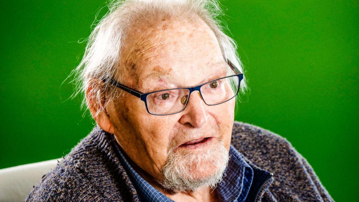 Jacques Guidon kurz vor seinem 90. Geburtstag 2021 in Madulain. Foto: Jon Duschletta