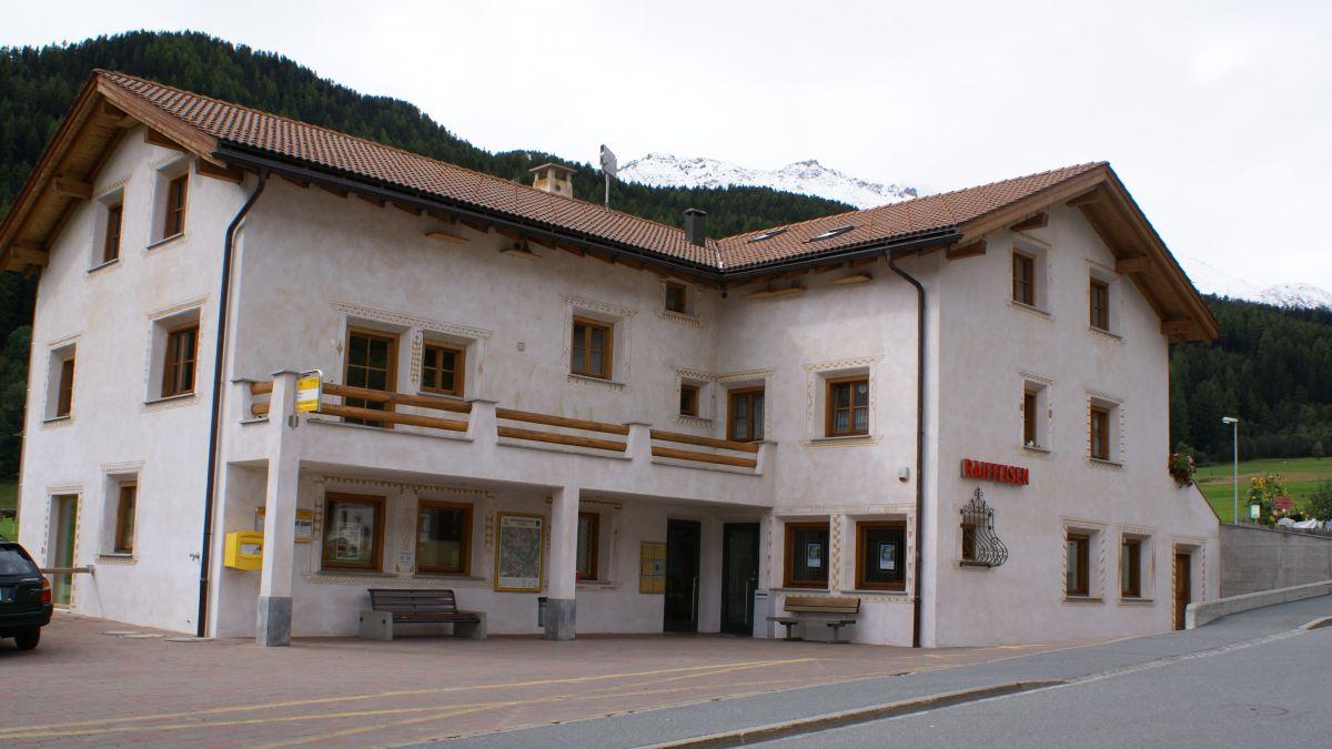 L'uschè nomnada chasa polivalenta a Valchava es proprietà cumünala (fotografia: Manuela Gross).